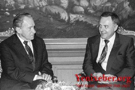 İki diplomat Andrey: