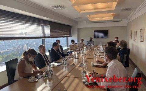 Hikmət Hacıyev beynəlxalq media nümayəndələri ilə görüşüb-