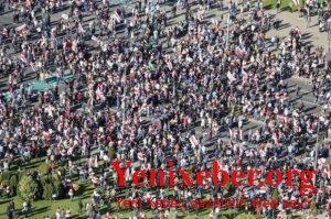 Etirazçılar Lukaşenkonun iqamətgahına yürüş edirlər-