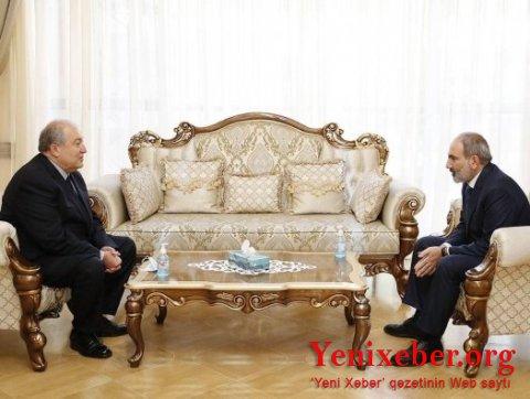 Ermənistan prezidenti günlər sonra baş naziri tapdı
