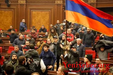 Ermənistan vətəndaş müharibəsi astanasında –