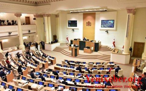 Hakim partiya parlamentdə 90 yer əldə edib-