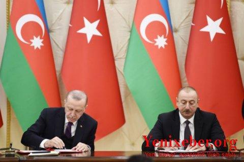 Azərbaycan-Türkiyə sənədləri imzalanıb -