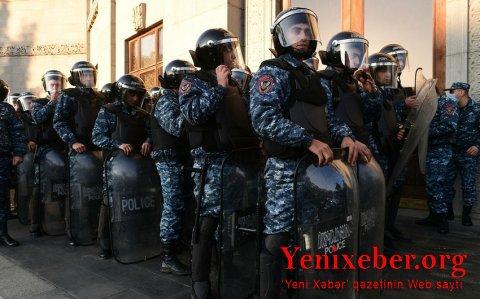 Polislə etirazçılar arasında toqquşma olub-