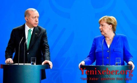 Merkellə Ərdoğan arasında videoformatda görüş keçirilib