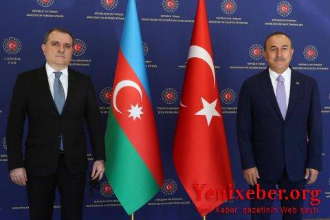 Ceyhun Bayramov Mevlüt Çavuşoğlu ilə Qarabağ bəyanatını müzakirə etdi
