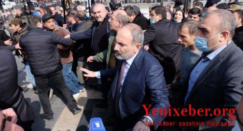 """Paşinyan yürüşə qatıldı: """"Mən heç yerə getmirəm və getməyəcəyəm"""" -"""