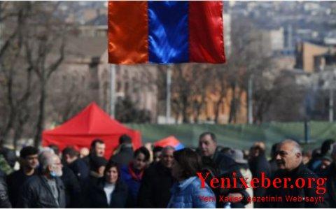 Müxalifət yenidən parlamentin qarşısına qayıtdı-